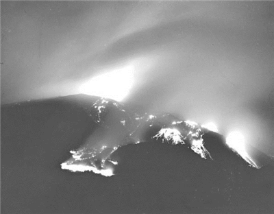 GalleriaBorbonica - Foto storiche - Mt_ Vesuvius at night, eruption of 1944.jpg